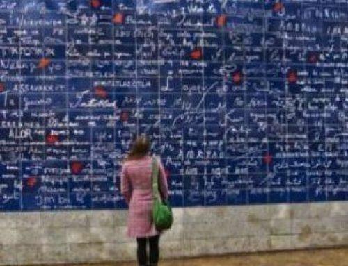 Επιστήμονες προσδιορίζουν την κρίσιμη περίοδο για την εκμάθηση μιας γλώσσας – Τι δείχνουν τα δεδομένα της έρευνας του ΜΙΤ