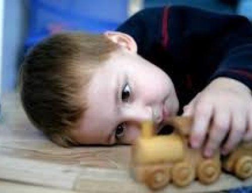 Ο αυτισμός και η διπολική διαταραχή στο παιδί συνδέεται με τον πατέρα