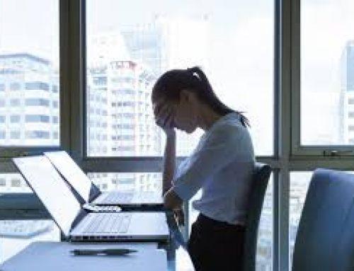 Οσο περισσότερο δουλεύει μια γυναίκα τόσο αυξάνει ο κίνδυνος κατάθλιψης