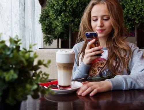 Έρευνα: Ένας στους τέσσερις νέους έχει εθισμό στο κινητό τηλέφωνο