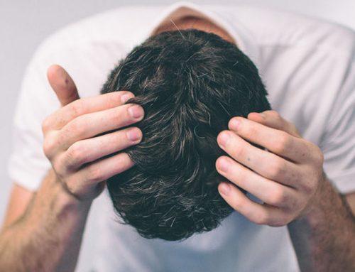 Το στρες μπορεί πράγματι να ασπρίσει απότομα τα μαλλιά